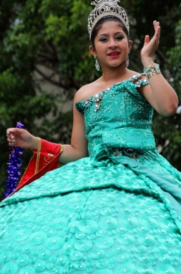 One of many queens in the Ponce parade.